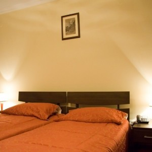 Kamar tidur hotel for Dekor kamar tidur hotel
